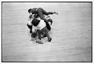 Peter Moore, Photo de Huddle de Simone Forti, 1969